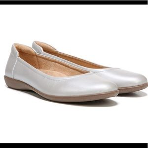 Naturalizer Flexy Silver Flats 7Wide